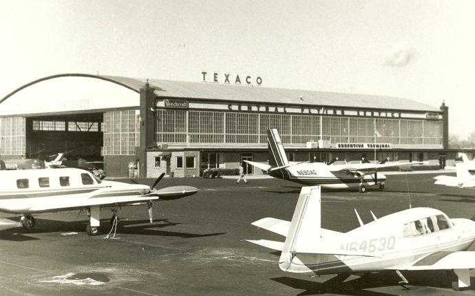 Misc aircraft arounf hangar 1