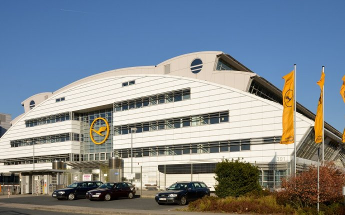Lufthansa s flight schools